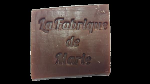 Savon fabriqué artisanalement à La fabrique de Marie à Clermont-Ferrand. Parfumé à la vanille et surgras à l'huile d'olive biologique.