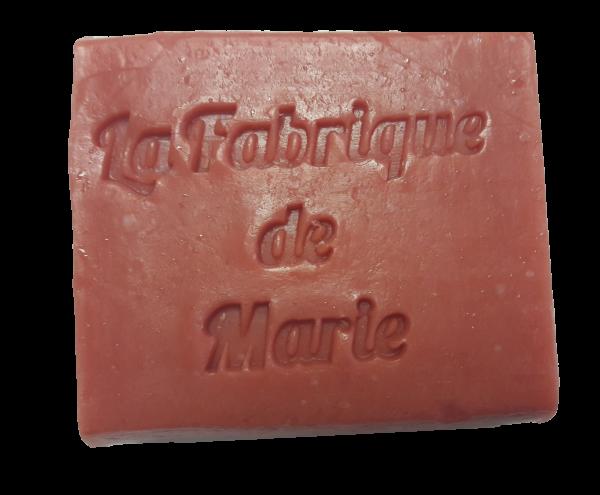 Savon délicatement parfumé à la rose et fabriqué artisanalement à Clermont-Ferrand